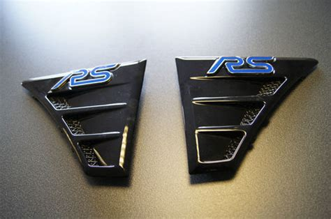 Genuine Focus RS Wing Vents and Blue RS Badge