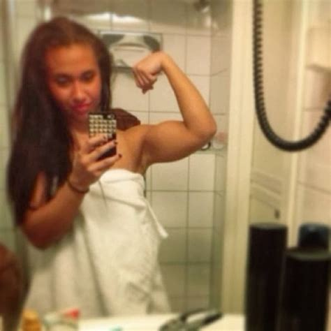 18 Year old Suzanne Svanevik is a Beast in the Gym ~ Damn