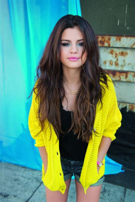 Selena Gomez Performs At Homecoming NFL Thanksgiving Match