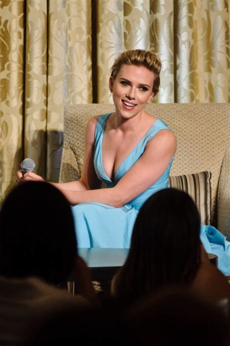 Stunning Scarlett Johansson Cleavage Picture Collection