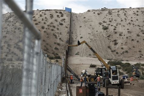 Mexican border wall building contracts to be awarded by